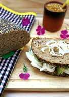 Sándwich con aguacate y queso fresco - fácil