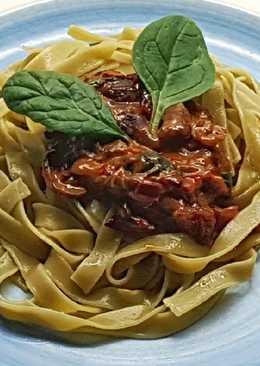 Fetuccini de espinacas con setas