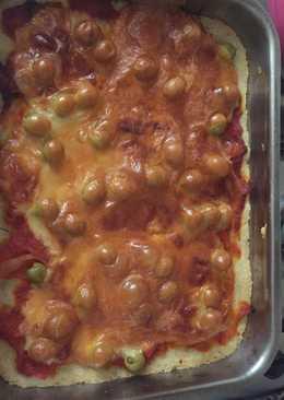Pizza con mozzarella y olivas