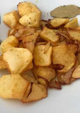 Patatas fritas con cebolla y ajo