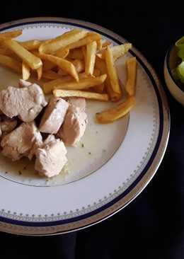 Daditos de pollo en salsa con tomillo y romero