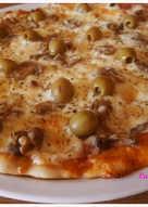 Pizza de jamón, queso y champiñones