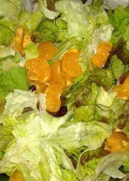 Ensalada de lechuga con rúcula a la mandarina agridulce