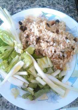 Ensalada de arroz con pollo y champiñones