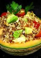 Ensalada de quinoa integral y arroz con melón - vegano