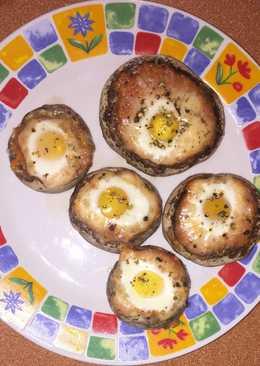 Champiñones rellenos con huevos de codorniz al horno
