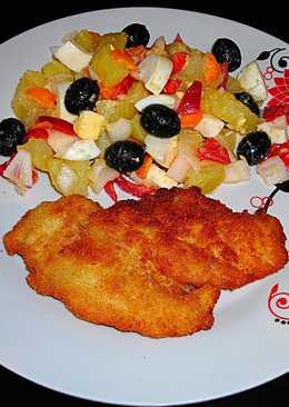 Filetes de pollo empanados con ensalada oriental templada