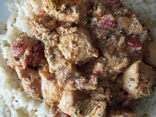 Pollo con salsa de yogur y especias