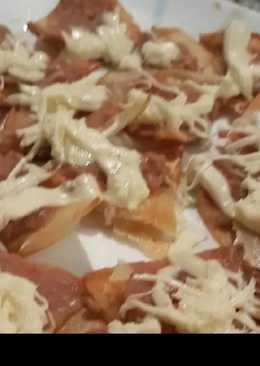 Nachos con frijoles y queso oaxaca