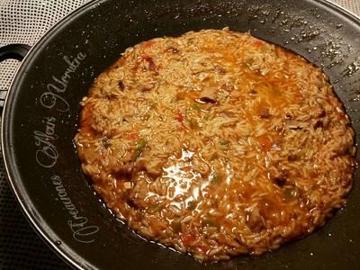 Wok de arroz frito basmati, con costillas de cordero adobadas