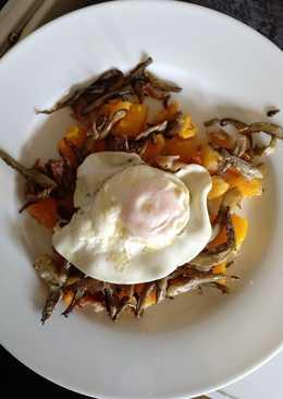 Calabaza asada con setas y huevo frito