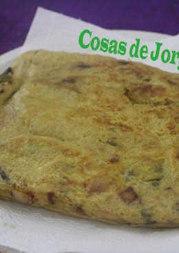 Tortilla de cebolla con pimientos y gambas