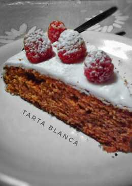 Tarta blanca con frutos rojos