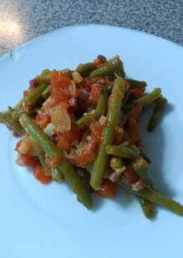 Judías verdes con tomate, jamón y pimiento morrón
