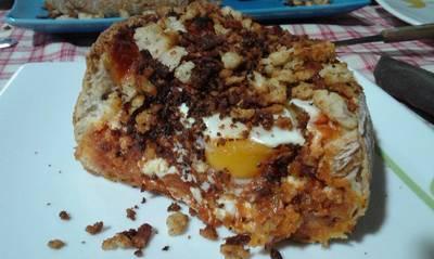 Pan relleno de huevos a la flamenca