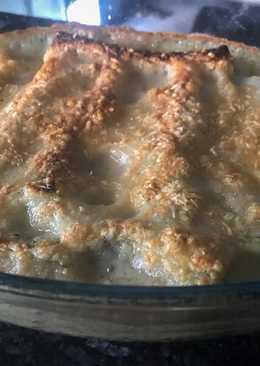 Canelones de espinacas, queso, jamón cocido, setas y piñones