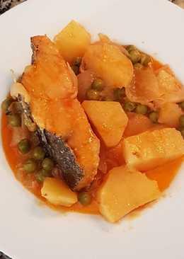 Bacalao guisado con patatas y guisantes