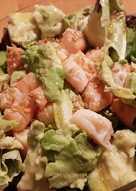 Ensalada picante con langostinos y aguacate