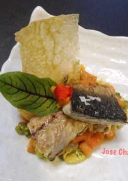 Tartar de papaya, gambas y aguacate con caballa a la plancha