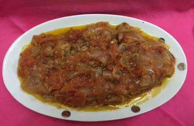 Cebolla con tomate بصلة بمطيشة