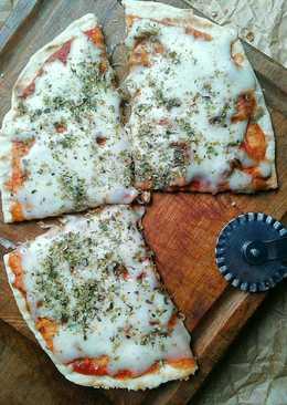 Masa de Pizza Crujiente. Fácil, Rápida (y en Sartén)