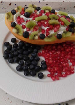 Papaya con yogurt y frutillas tropicales