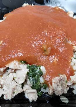 Arroz integral con espinacas, atún y salsa de tomate