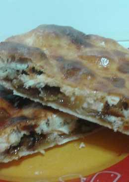Empanada de rulo de cabra, cebolla caramelizada y nueces