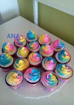 Cupcakes haciendo juego con la torta my Little pony
