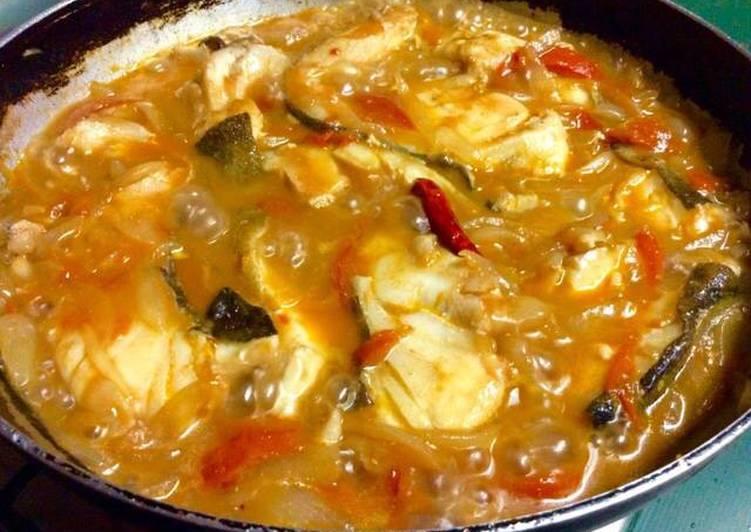 Cazuela de bacalao fresco con cebolla tomate y vino tinto - Bacalao fresco con tomate ...