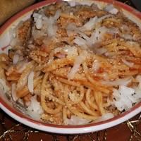 Spaghetti con pollo desmenuzado