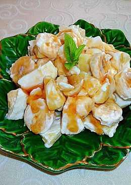 Queso fresco tradicional confruta y miel para el desayuno