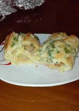 Barra de pan rellena de pechuga de pollo queso gratinada con ajo