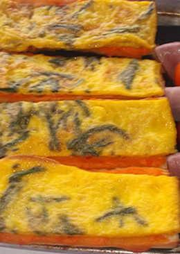 Tortilla de espárragos y banderillas de dátiles y beicon