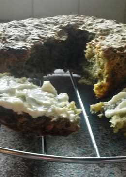 Pincho de cocido con queso cremoso, aceite, romero y tomillo