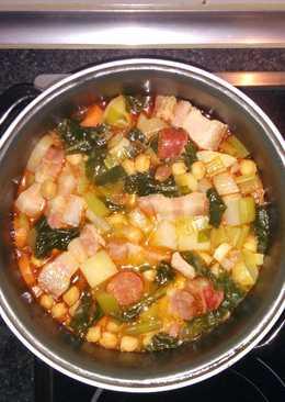 Potaje de garbanzos, acelgas y otras verduras