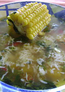 Sopa de verduras en caldo de pollo