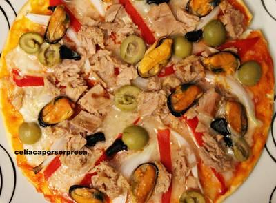 Pizza cantábrica con ajo negro