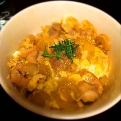 Oyakodon (arroz con pollo y huevos)