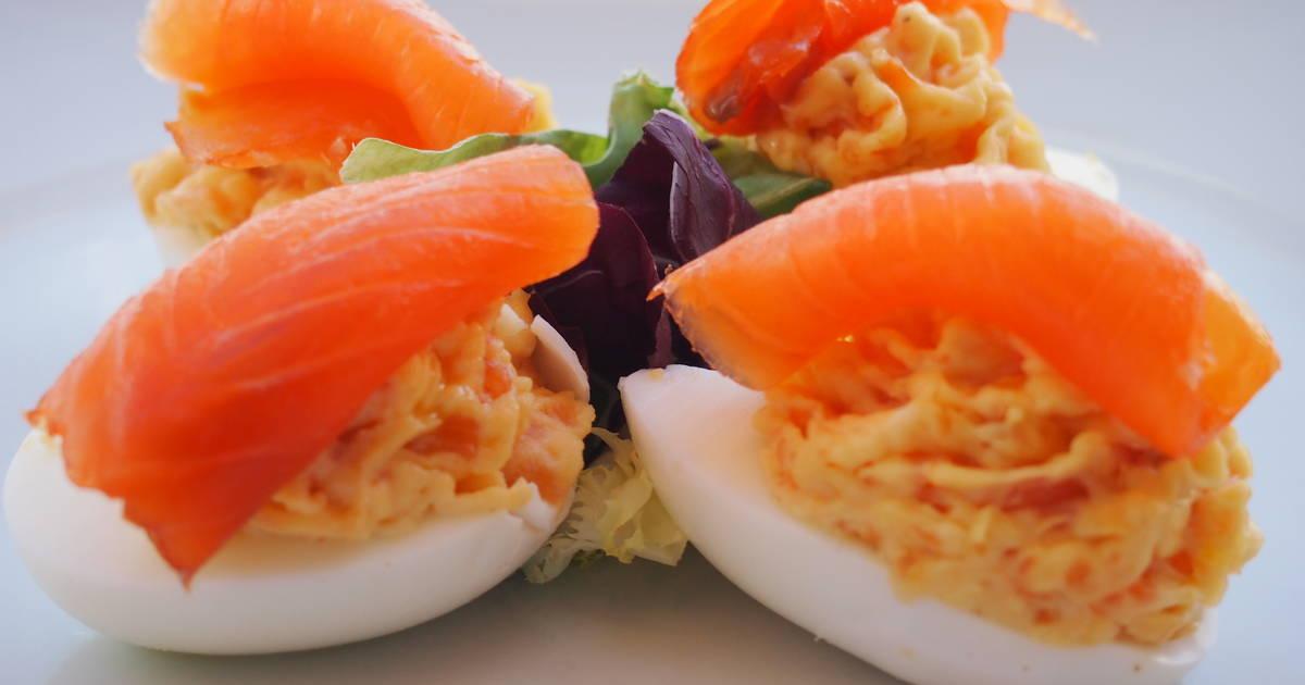 Huevos rellenos de salm n ahumado y manzana verde receta - Aperitivos de salmon ahumado ...
