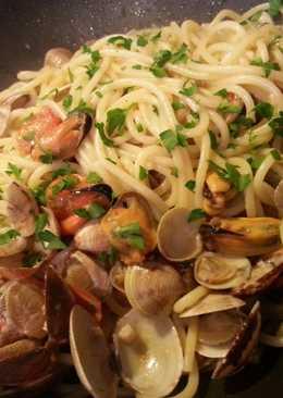 Espaguetis o Tallarines, con Mejillones y Almejas.