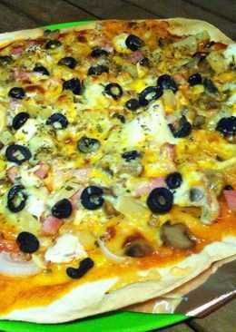Pizza rústica con piña