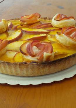 Tarta de manzana  con rosas de hojaldre