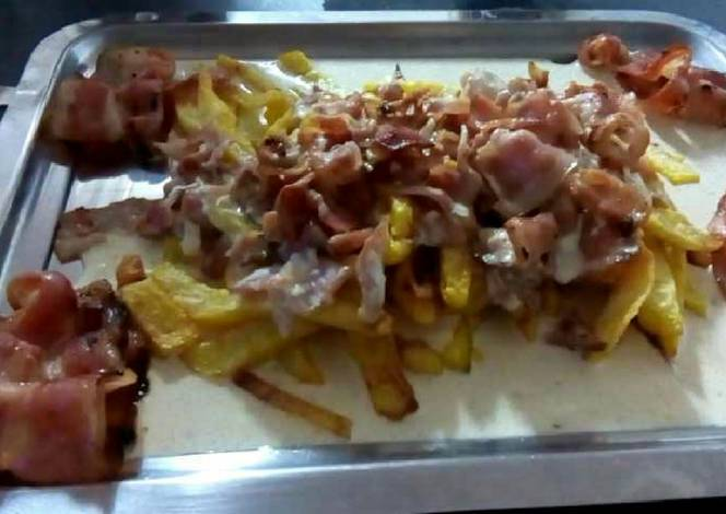 Patatas fritas con salsa de nata y bacon receta de cristina cookpad - Como hacer salsa de nata ...