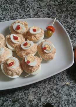 Huevos rellenos fáciles y sandwich de huevitos de codorniz