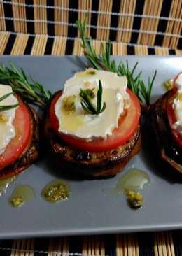 Berenjenas  a la plancha con queso y tomate