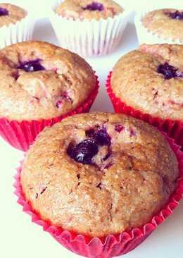 Muffins integrales de frutos rojos con canela y limón