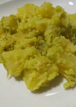 Ensalada de patatas con salsa de aguacate