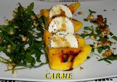 Ensalada de mango, queso fresco y rúcula