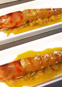 Langostinos marinados en salsa japonesa y lecho de puerros